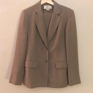 Jones New York 2 pc Suit Jacket Pants 4 Tan